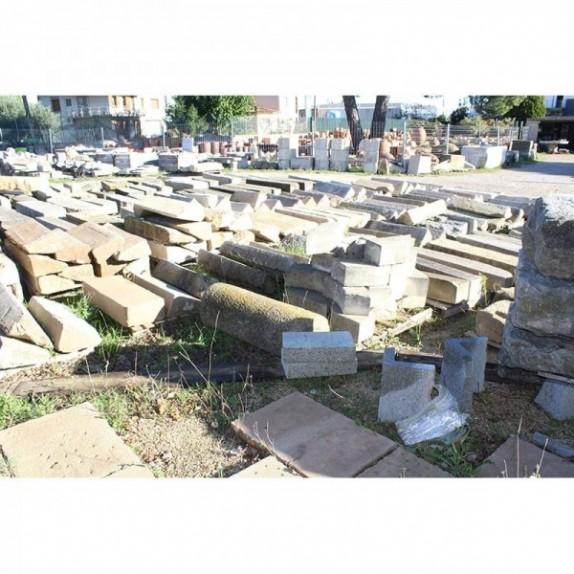 Peldaños de piedra recuperada