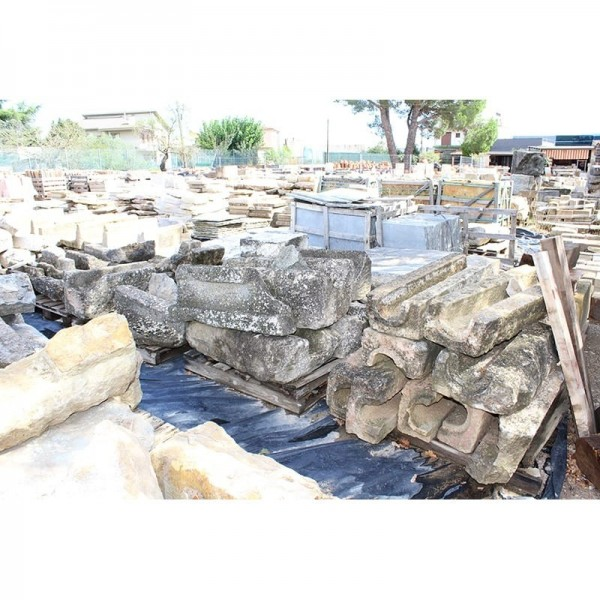 Canales de piedra vieja.