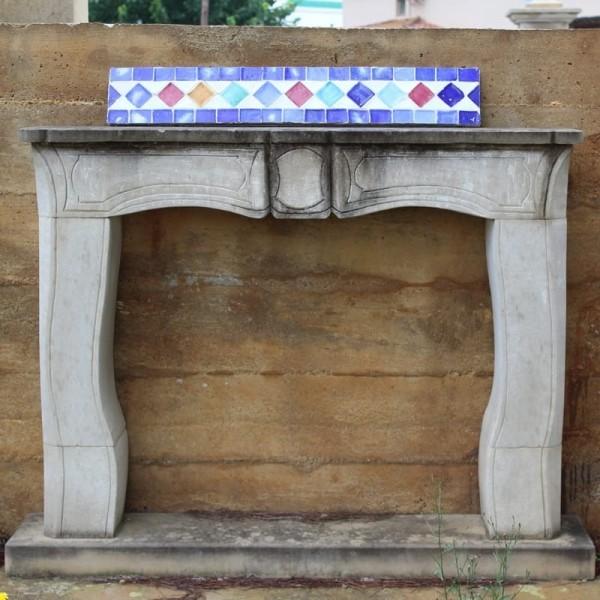 chimenea de piedra con decoracin