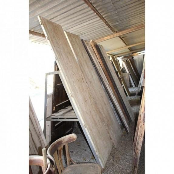 Puertas viejas de madera latest de piedra antiguo de - Portales de madera ...