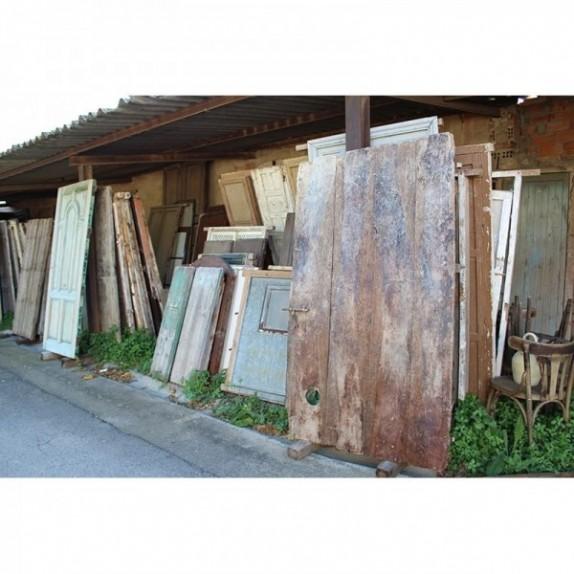 Puertas y portales de madera de recuperación